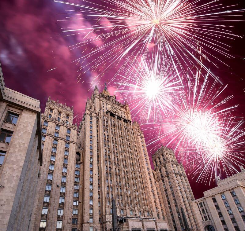 El Ministerio de Asuntos Exteriores de la Federación Rusa y de los fuegos artificiales, Moscú, Rusia imagen de archivo