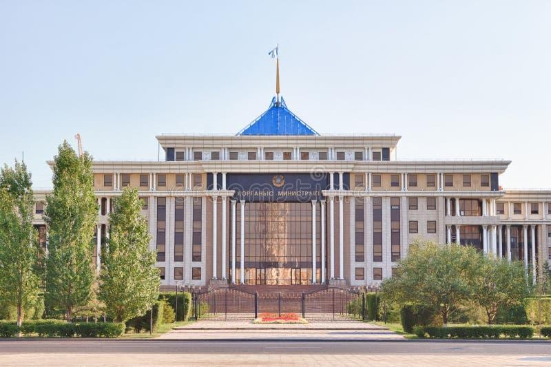 El Ministerio de Defensa de la República de Kazajistán Astaná, K imagenes de archivo