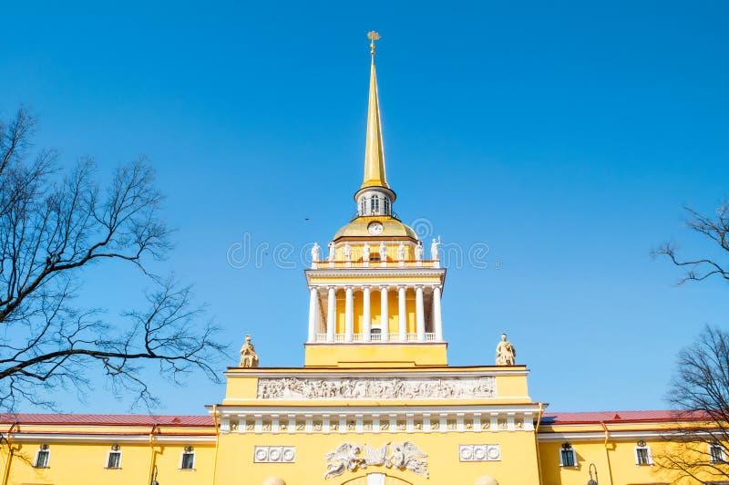 El Ministerio de marina principal de St Petersburg, edificio del Ministerio de marina, construido en 1823, ahora es las jefaturas imagen de archivo libre de regalías