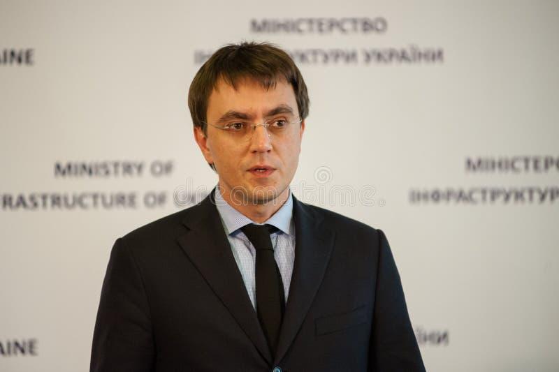 El ministro de la infraestructura de Ucrania y del embajador de los E.E.U.U. en Ucrania firmó un memorándum foto de archivo