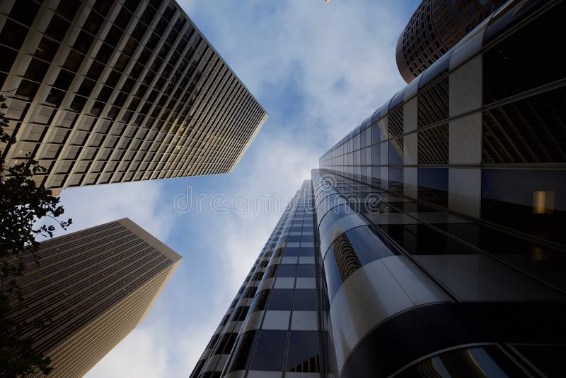 El mirar para arriba los rascacielos en San Francisco imágenes de archivo libres de regalías