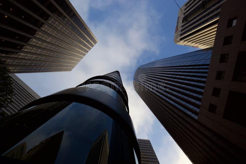 El mirar para arriba los rascacielos en San Francisco imagenes de archivo