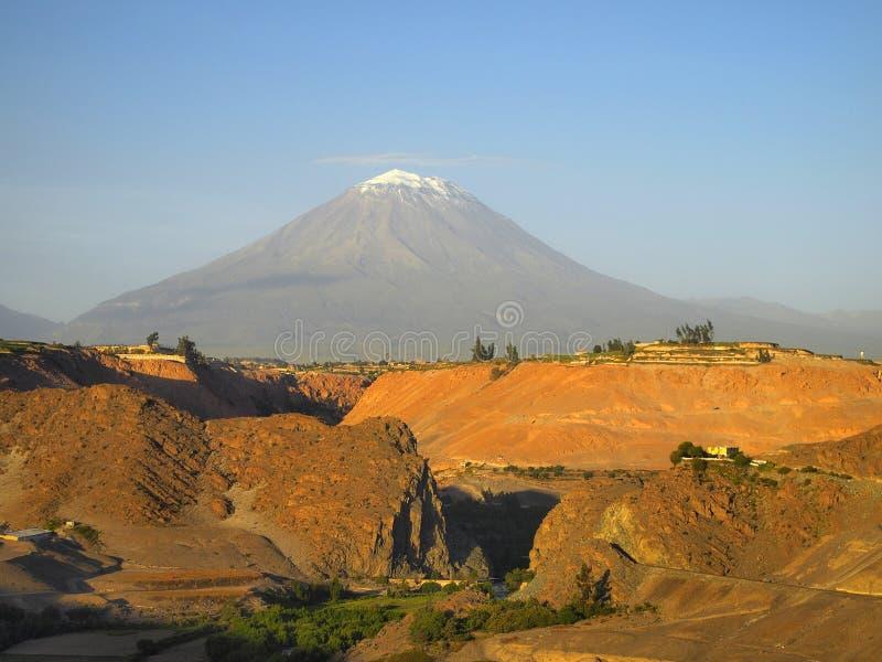 el-mistiperu vulkan arkivfoto