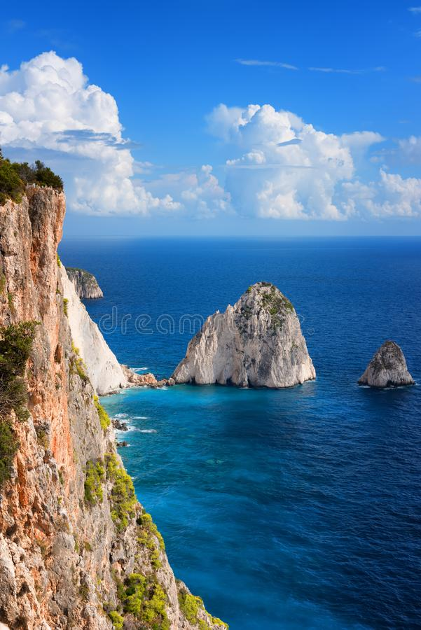 El Mizithres, pequeño y grande Formaciones de roca asombrosas en el cabo de Keri, isla de Zakynthos Grecia imagen de archivo libre de regalías