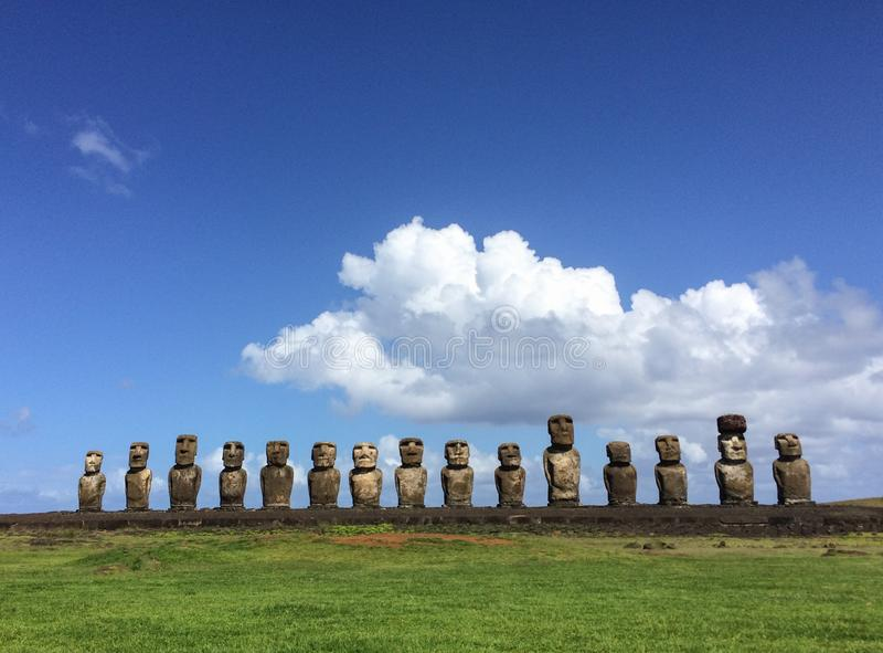El moai de Ahu Tongariki en la isla de pascua fotografía de archivo