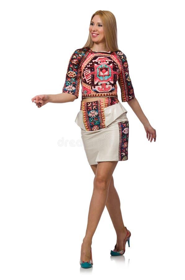 El modelo bonito en ropa con las impresiones de la alfombra aisladas en blanco imagen de archivo