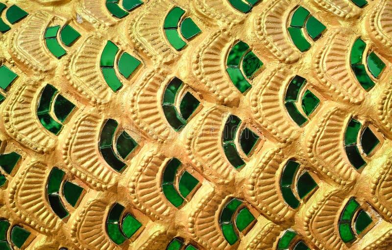 El modelo de cristal esmeralda se pegó en la pared del templo fotos de archivo libres de regalías