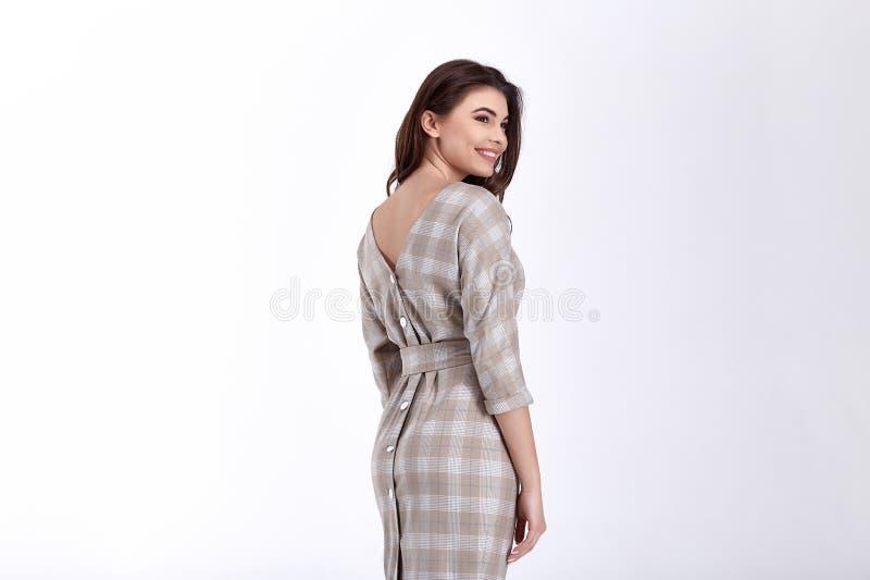 El modelo de la mujer de la belleza lleva el estilo formal casual de la oficina del dise?o de la tendencia de la ropa de las lana imagen de archivo libre de regalías