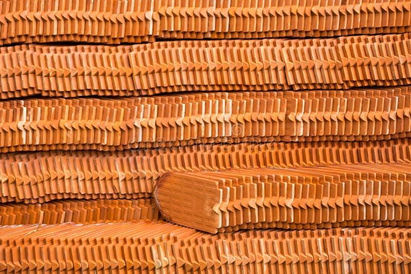 El modelo de pilas de tejas de tejado fotografía de archivo libre de regalías