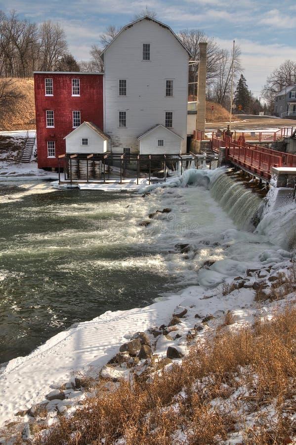 El molino de Phelps es una vista histórica en Minnesota rural foto de archivo