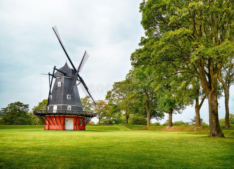 El molino de viento en Kastellet en Copenhague fotografía de archivo