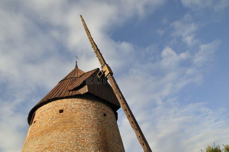Download El molino de viento viejo imagen de archivo. Imagen de nubes - 7285749