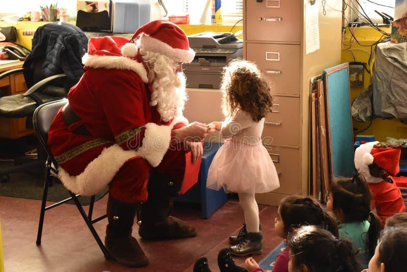 El momento mágico de Papá Noel fotos de archivo