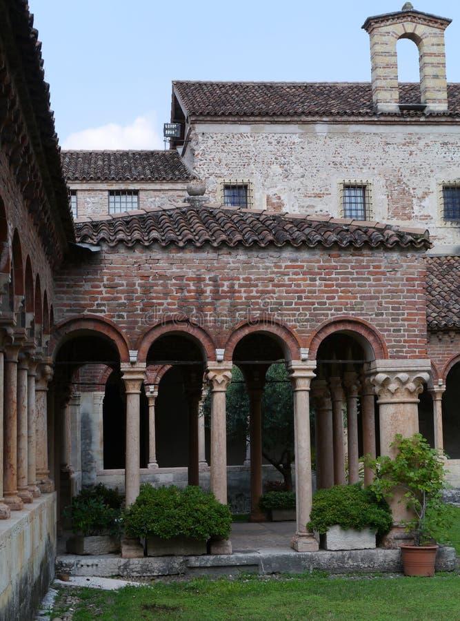 El monasterio de la basílica de San Zeno en Verona imagen de archivo libre de regalías