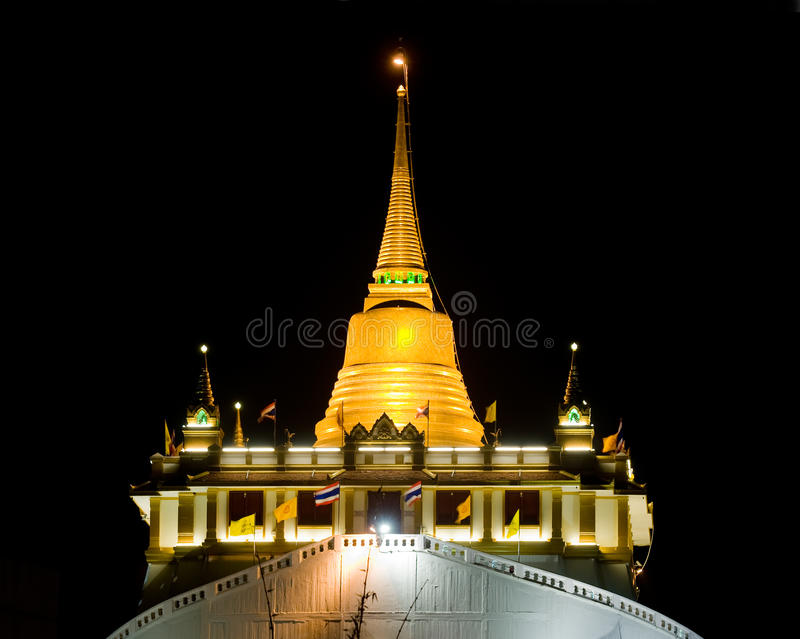 El montaje de oro en Bangkok, Tailandia imagen de archivo libre de regalías
