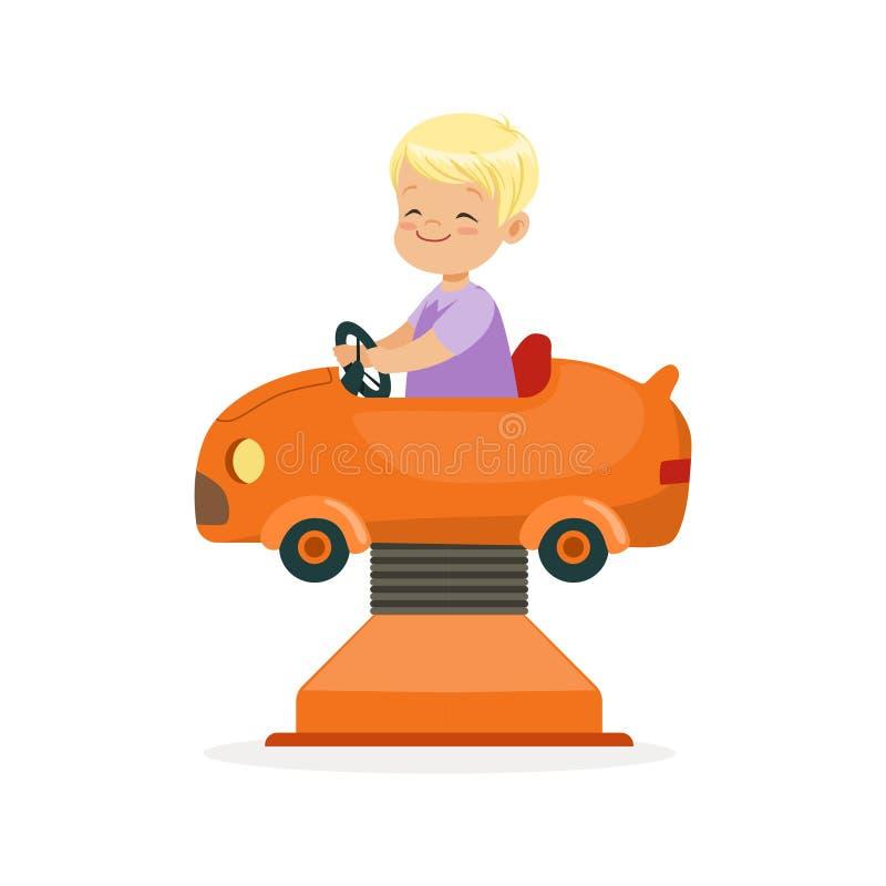 El montar a caballo rubio lindo en un coche anaranjado, niño del niño pequeño se divierte en el ejemplo del vector de la historie stock de ilustración