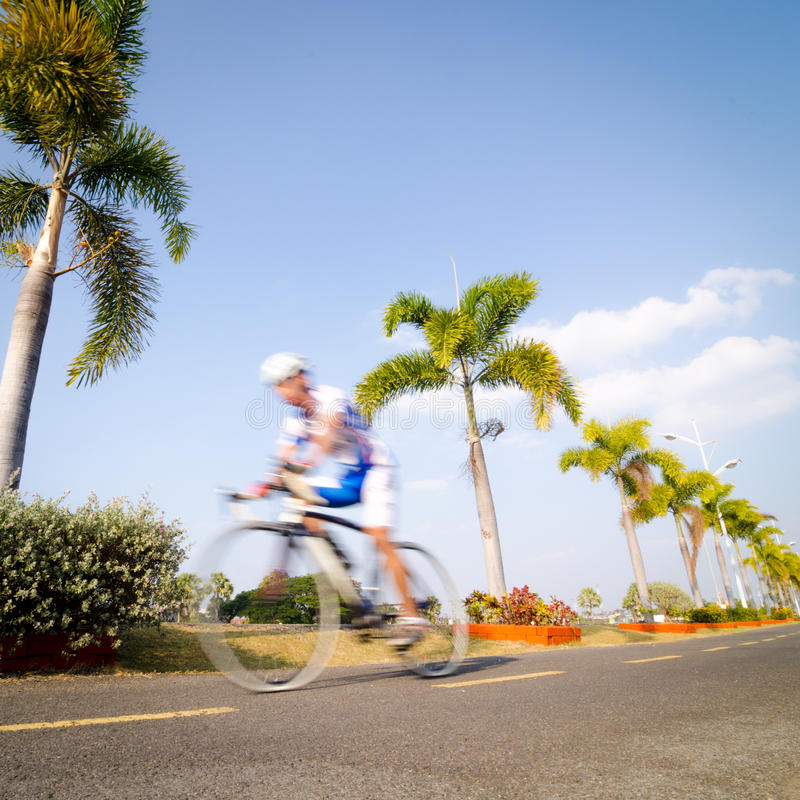 El montar en bicicleta fotos de archivo