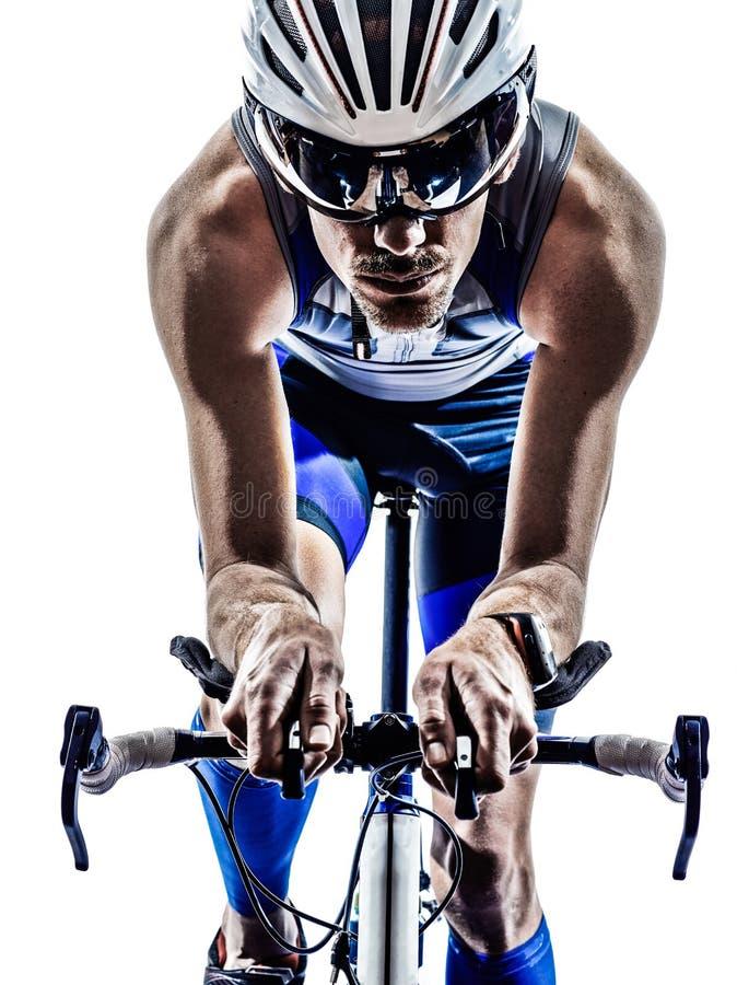 El montar en bicicleta del ciclista del atleta del hombre del hierro del triathlon del hombre fotografía de archivo