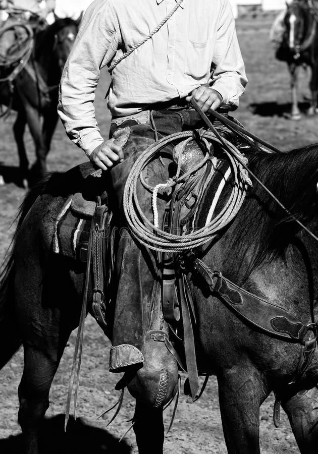 El montar verdadero de los vaqueros (blanco y negro) imagen de archivo libre de regalías