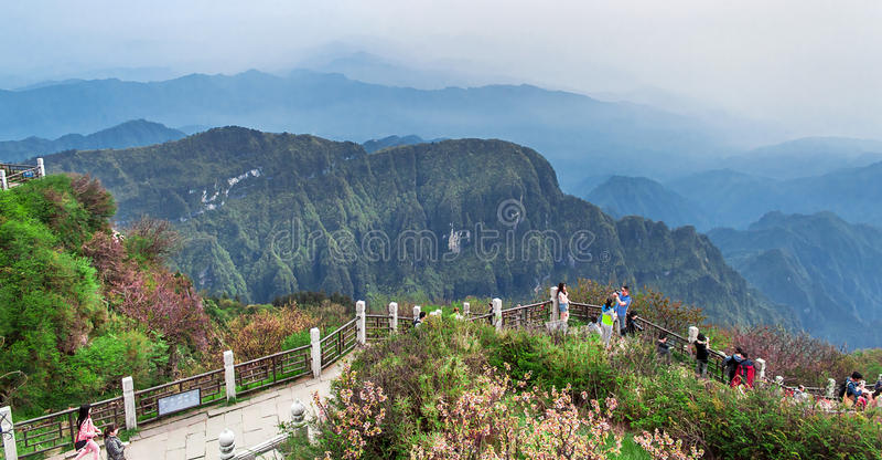 El Monte Emei imagenes de archivo