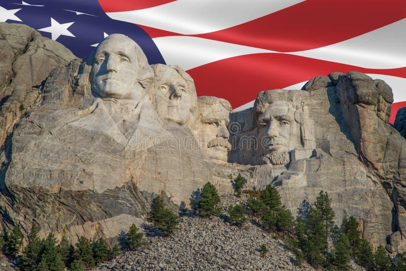 El monte Rushmore con la bandera americana imagenes de archivo