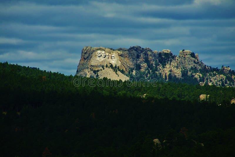 Download El Monte Rushmore En La Ladera Foto de archivo - Imagen de fondo, escena: 44856058