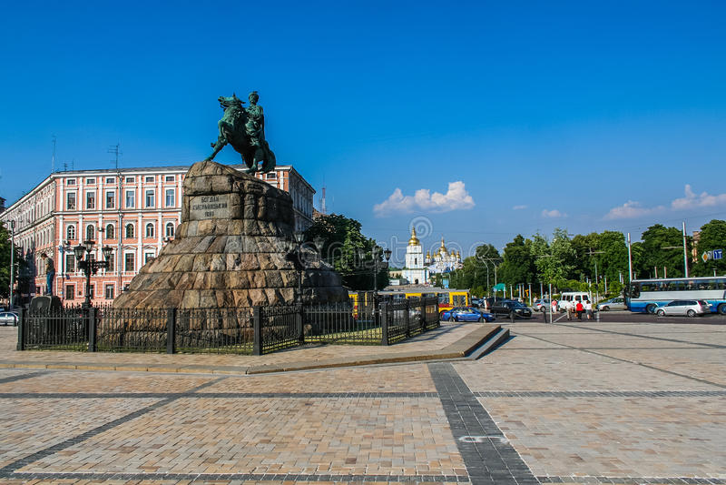 El monumento a Bogdan Khmelnitsky foto de archivo