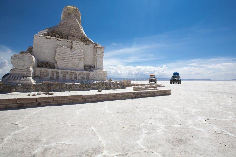 El monumento de Dakar Bolivia hecho de ladrillos de la sal imagen de archivo