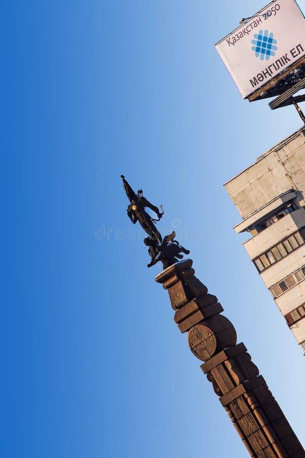 El monumento de la independencia en Almaty, Kazajistán fotografía de archivo