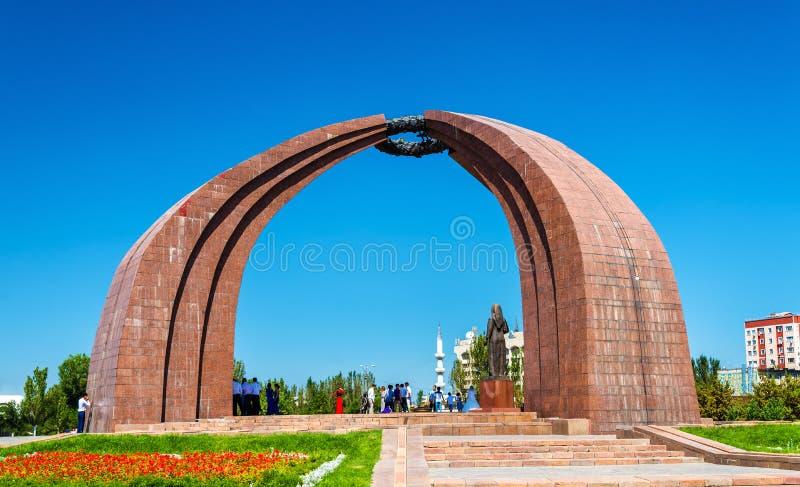 El monumento de la victoria en Bishkek - Kirguistán imagen de archivo libre de regalías