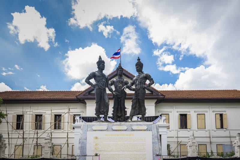 El monumento de tres reyes en Chiang Mai, Tailandia imagenes de archivo
