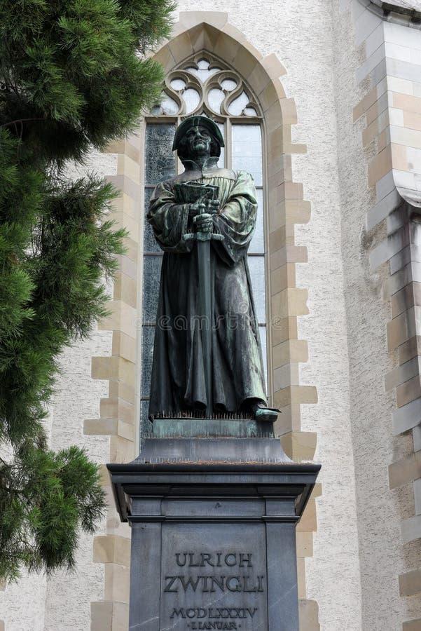 El monumento de Urlich Zwingli en el centro de Zurich imagen de archivo libre de regalías