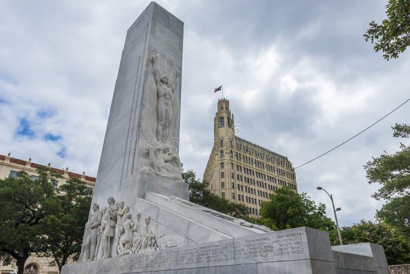 El monumento del cenotafio de Álamo en la ciudad de San Antonio en Tejas, los E.E.U.U. imagen de archivo