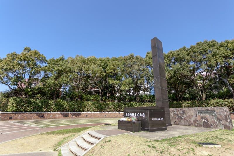 El monumento del punto cero del hipocentro de la bomba atómica en la ciudad de Nagasaki, Japón fotos de archivo