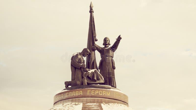 El monumento en la ciudad de Cheboksari fotos de archivo