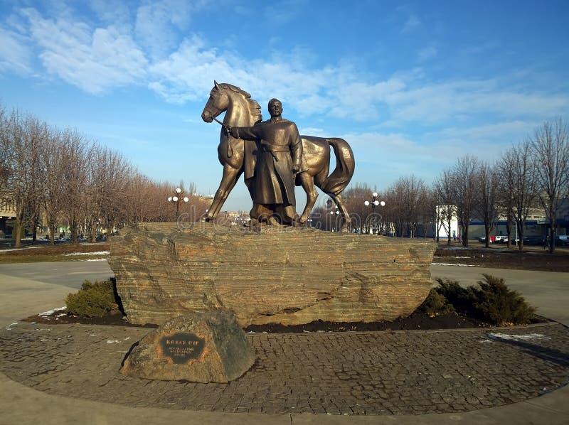 El monumento en la ciudad de Krivoy Rog en Ucrania imágenes de archivo libres de regalías