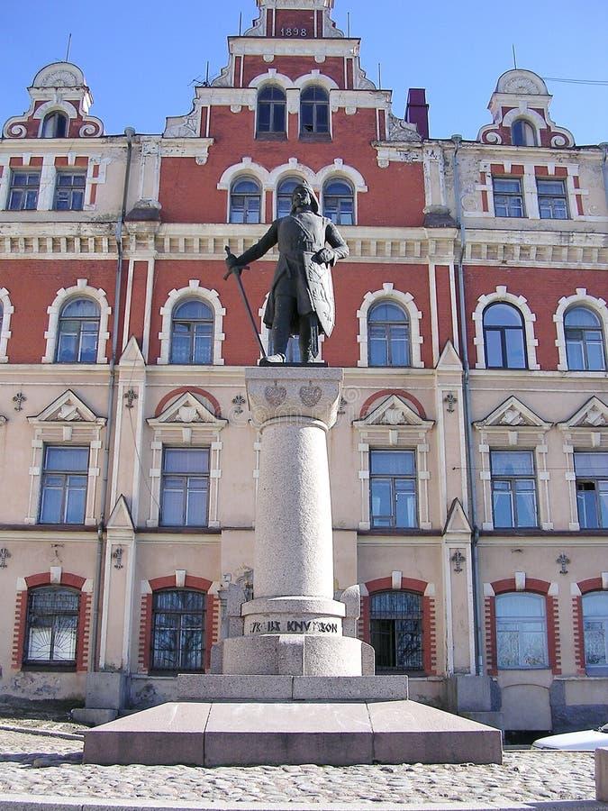 El monumento en la ciudad Hall Square al fundador de Vyborg es Torgils Knutsson Pertenecido a uno del surnam sueco más potente fotografía de archivo