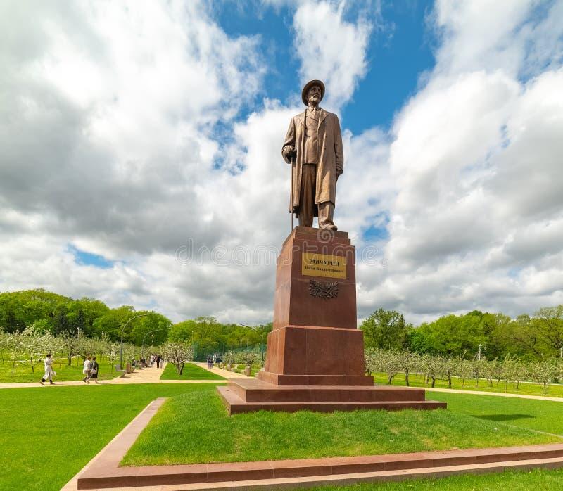 El monumento a Ivan Michurin, el monumento al biólogo y al selector rusos Ivan Michurin Establecido en 1954 en Michurinsk fotos de archivo libres de regalías