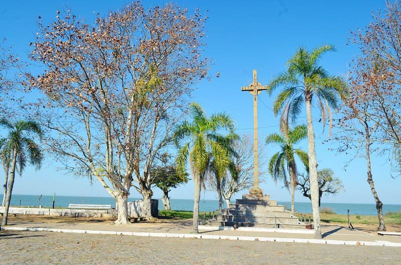 El monumento a la primera masa rogó en el Brasil fotos de archivo