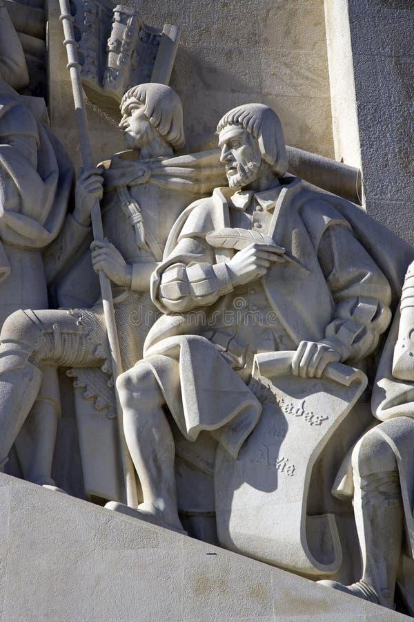 El monumento a los descubrimientos Lisboa Portugal el río Tagus es la altura de 52 metros, un símbolo de la historia imágenes de archivo libres de regalías