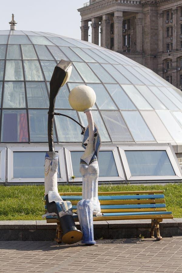 El monumento para amar las linternas en la independencia ajusta kiev fotos de archivo libres de regalías