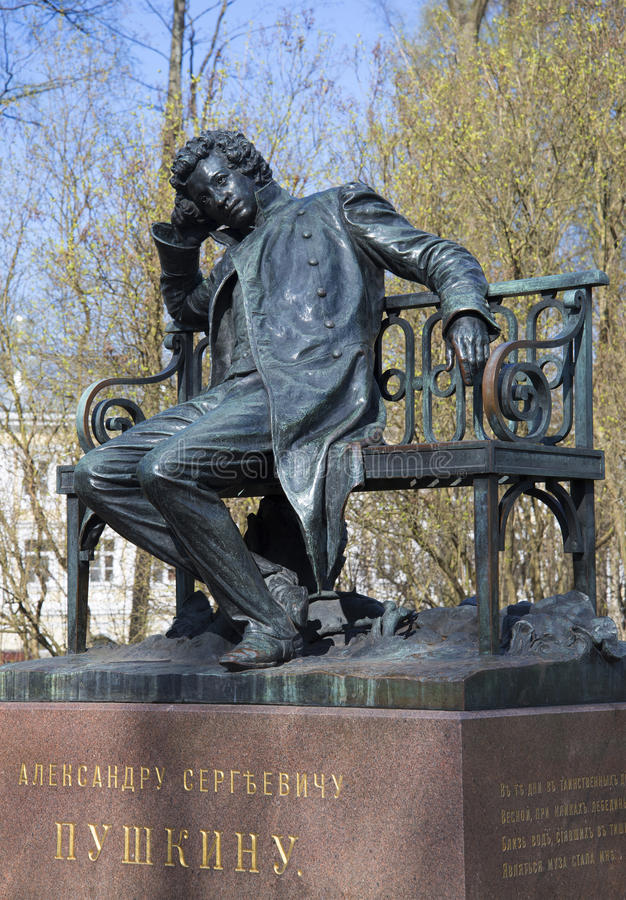 El monumento a A S Día de primavera del primer de Pushkin Tsarskoye Selo imagen de archivo