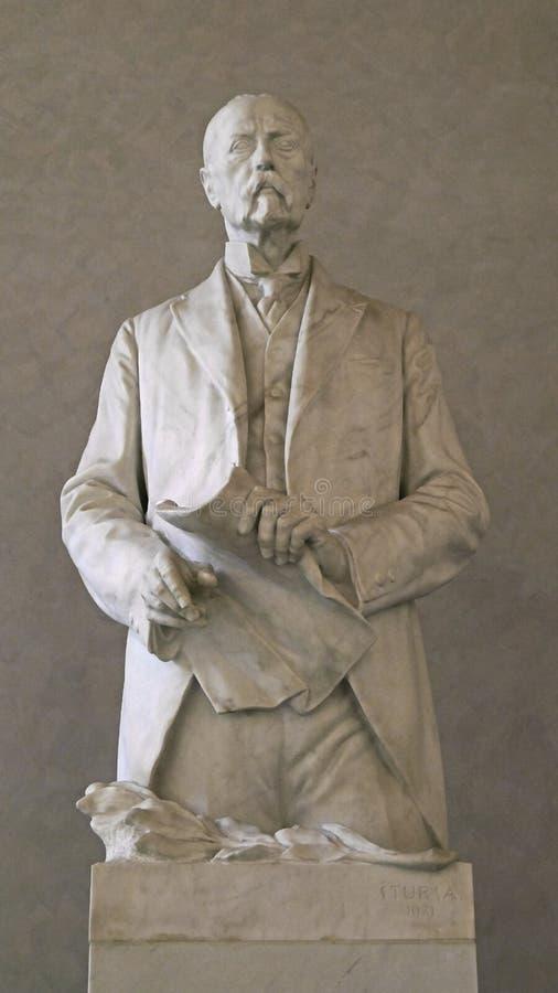 El monumento a Tomas Garrigu Masaryk localizó dentro del castillo de Praga en Praga foto de archivo