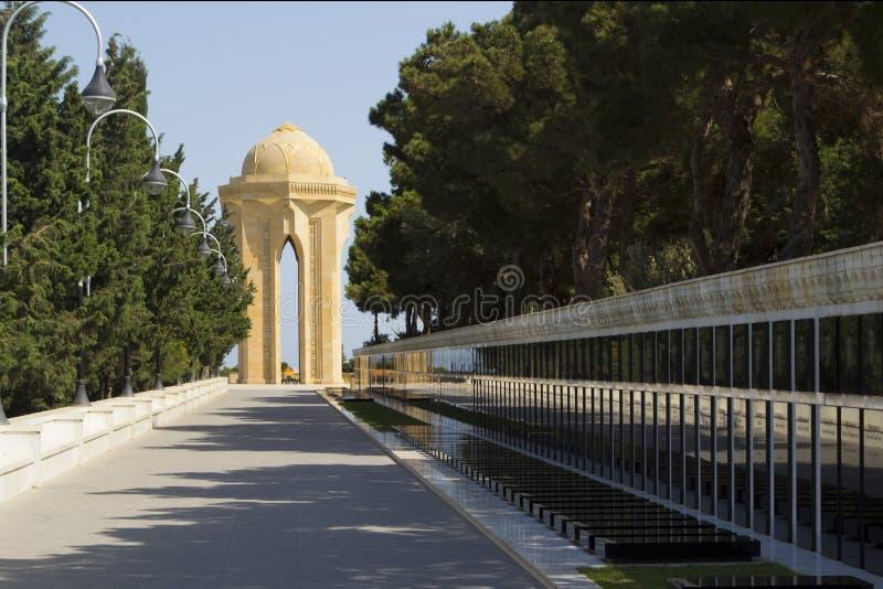 El monumento y el callejón, Baku del Martyrers fotografía de archivo