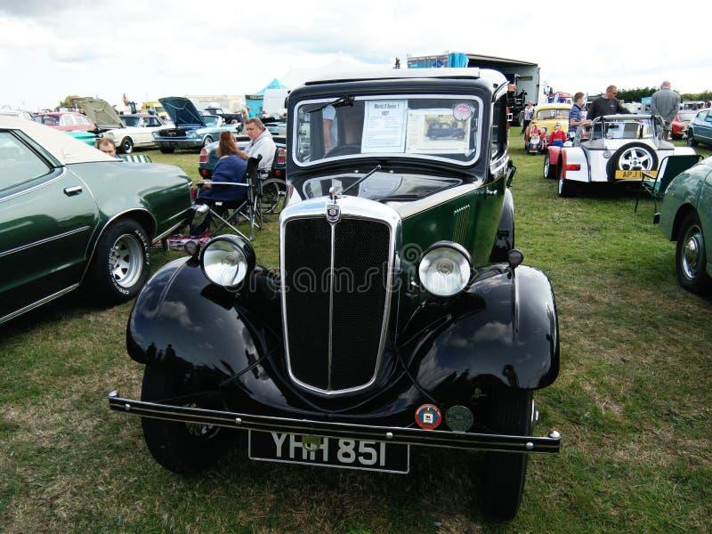 El mostrar del coche del vintage al aire libre Coche de Morris fotos de archivo