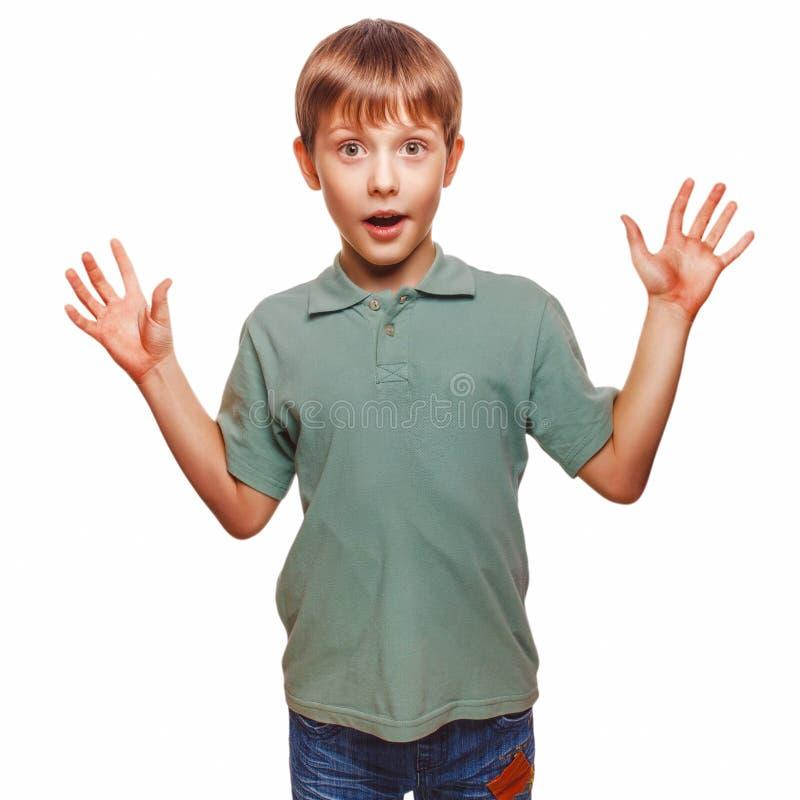 El muchacho de los niños del adolescente aumentó sus manos encima del bebé imagen de archivo libre de regalías