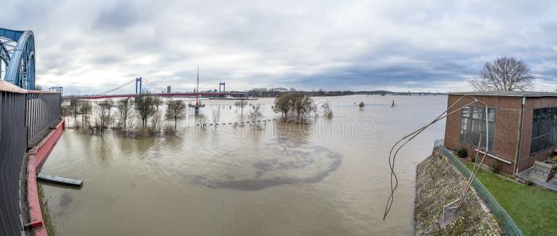 El Muehlenweide de la ciudad de Duisburgo durante la inundación de enero de 2018 imagen de archivo libre de regalías