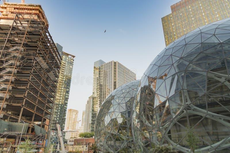 El mundo del Amazonas establece jefatura de esferas con la nueva torre que sube fotografía de archivo libre de regalías