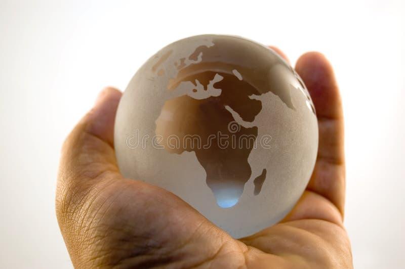 El mundo está en sus manos imagen de archivo