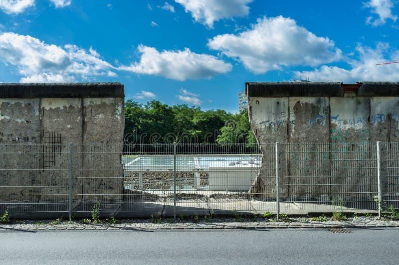 El muro de Berlín imagenes de archivo